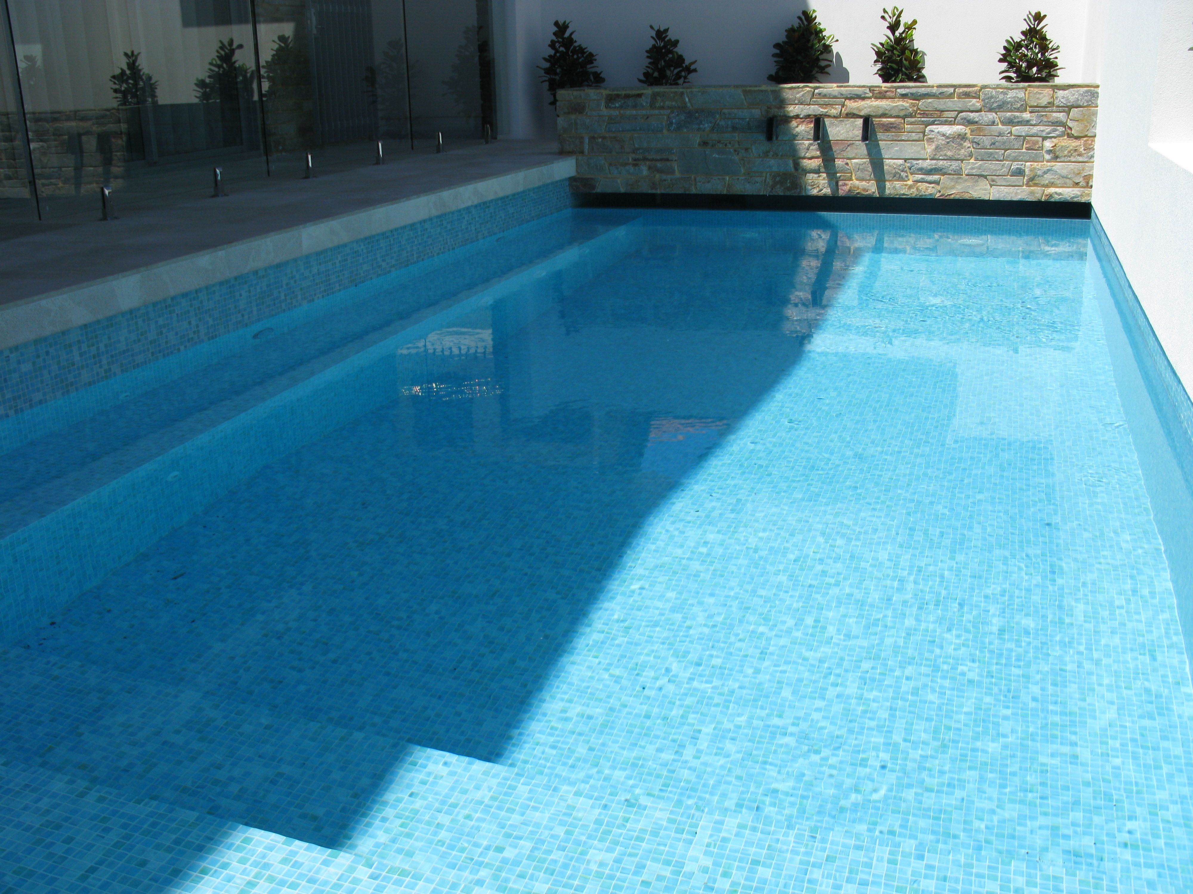 Swimming pool tiles gallery ceramic tile supplies perth for Swimming pool gallery