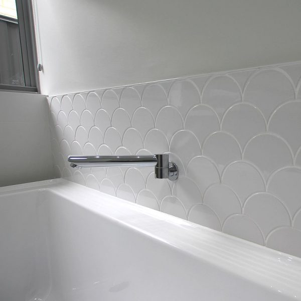Scales White Gloss Mosaic 5