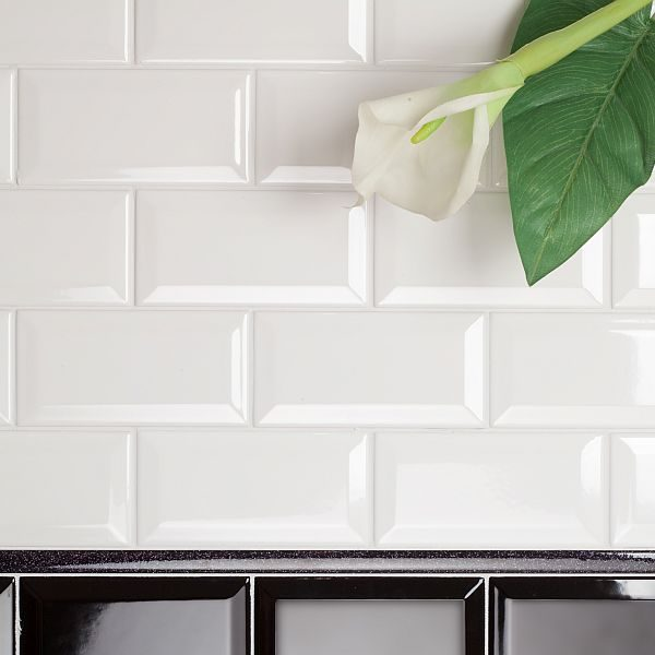 Gloss White Bevell 150x75mm 2