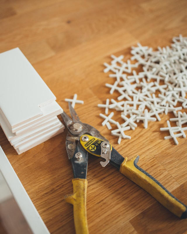 The essential tools checklist for DIY tiling 1